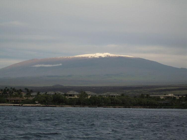 Мауна-Кеа с зимней снеговой шапкой