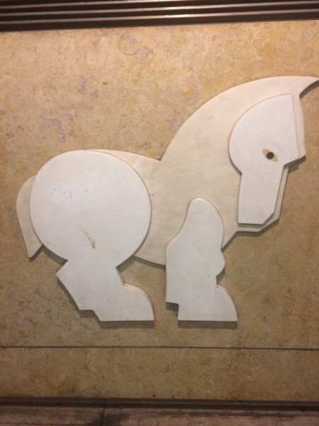 Боевые лошадки рыцарей. Станция «Мартин Муниш» Лиссабонского метрополитена