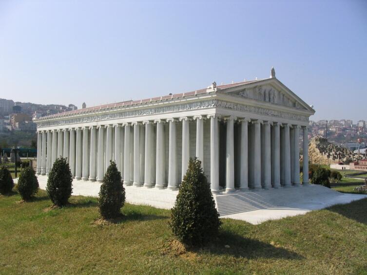 Модель храма Артемиды Эфесской в Турции в парке Миниатюрк