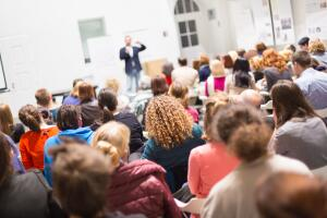 Как преодолеть страх перед аудиторией и провести эффективную презентацию?