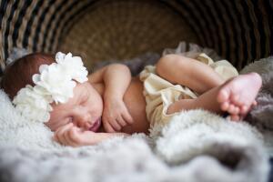 Как зарегистрировать новорожденного ребенка по месту жительства отца?