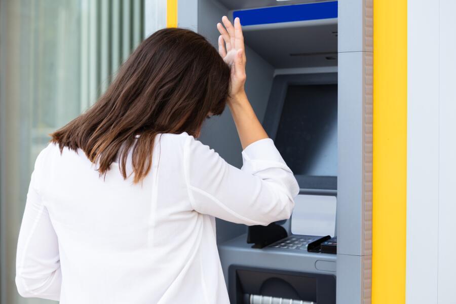 Банкомат не выдал всю сумму. Что делать?