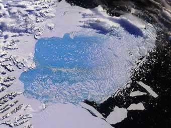 Ледник Ларсена B в процессе разрушения, фото NASA, 2005 г.