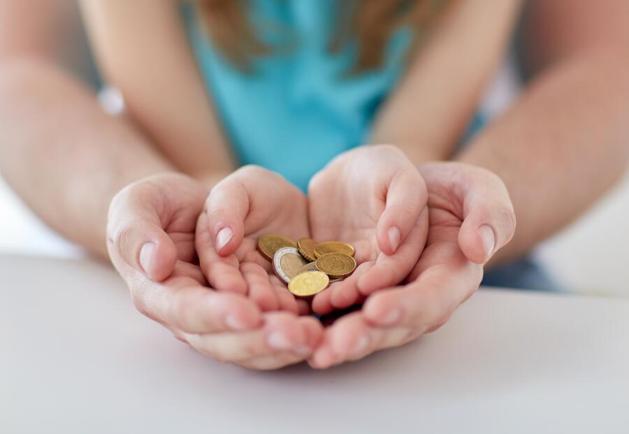 «Денег нет, но вы держитесь». Где взять деньги, когда они очень нужны?