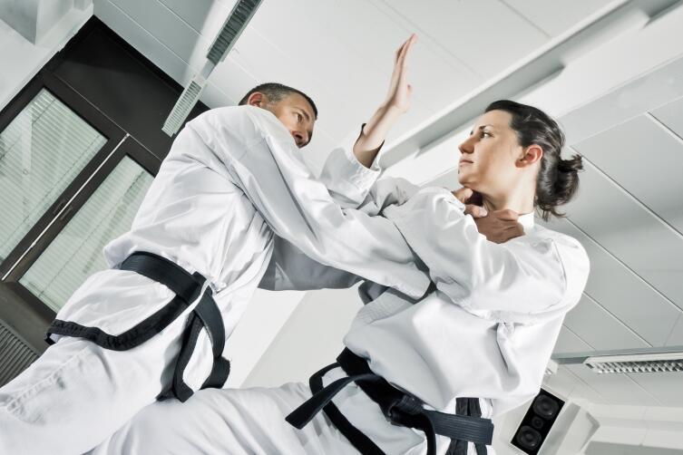 Какие принципы боевых искусств могут применяться в повседневной жизни?