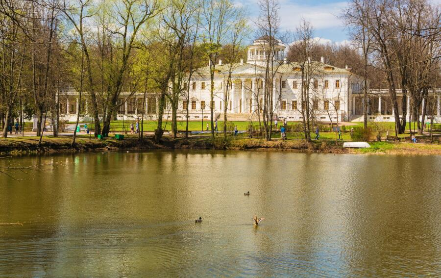 Музей-усадьба Остафьево весной