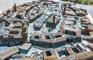Благодаря каким архитектурным памятникам Шопрон считается самым средневековым городом Венгрии? Ратушная площадь