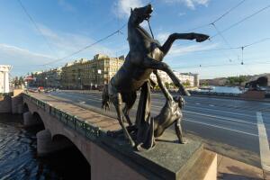 Вид на Аничков мост Санкт-Петербурга.