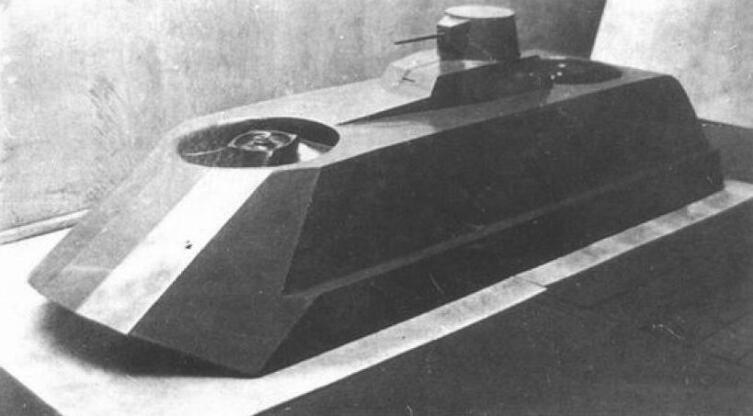 Советский экспериментальный танк на воздушной подушке. Макет в масштабе 1:4