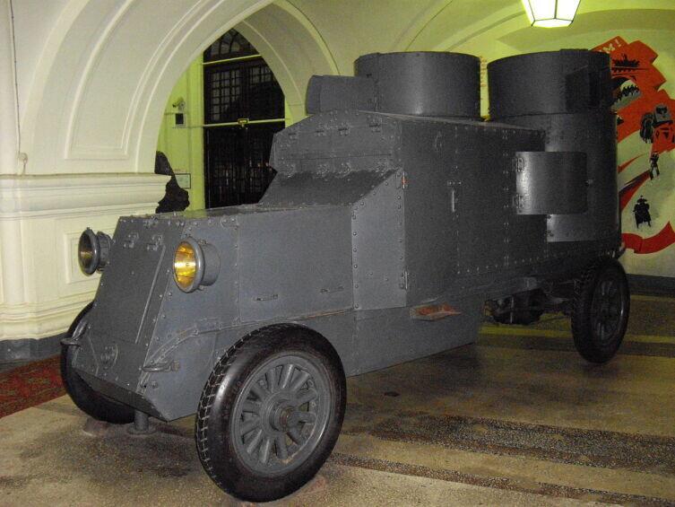 Бронеавтомобиль Остин-Путиловец в музее ВИМАИВВС. 2010 г.