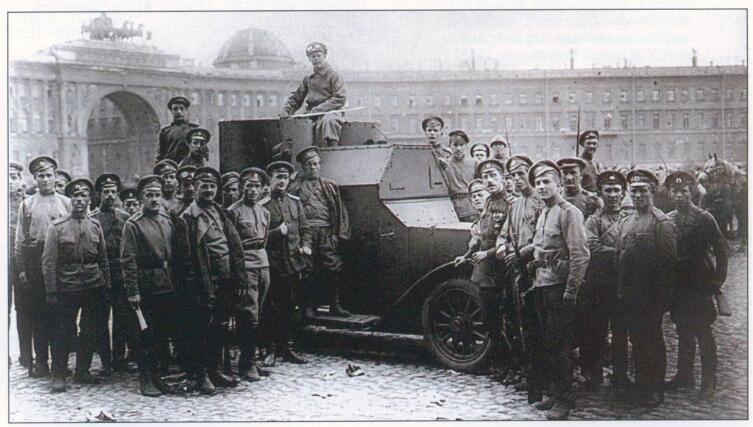 Бронеавтомобиль «Остин» 1-й серии и юнкера на Дворцовой площади, 1917 год