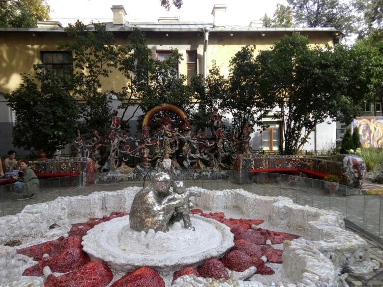Мозаичный дворик Лубенко