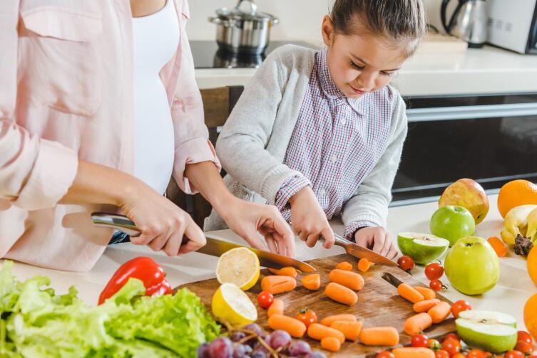 Необычные вкусности. Как сварить варенье из морковки и сделать рябиновую пастилу?