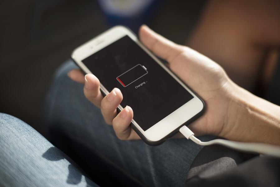 Можно ли зарядить мобильник... потряхиванием?