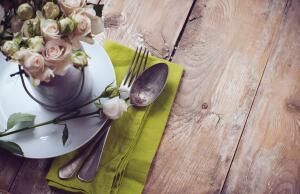 Как грамотно сервировать праздничный стол к приходу гостей?