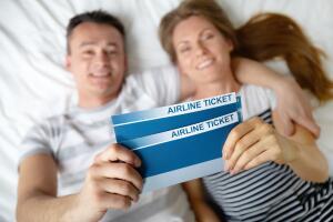 Купив «горящие» дешевые авиабилеты на чартерный рейс, можно сэкономить кругленькую сумму.