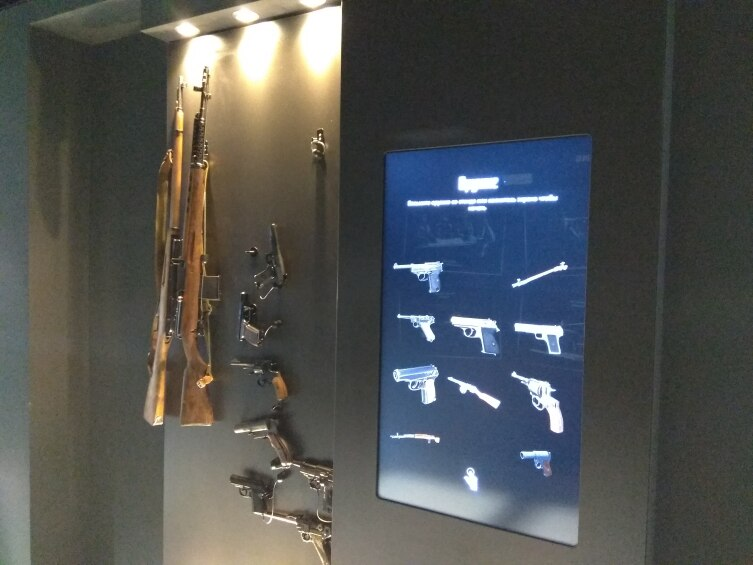 Оружие можно подержать в руках, узнать все характеристики