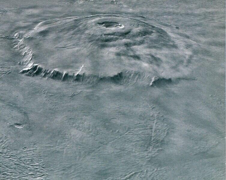 Вулкан Олимп на Марсе — самая высокая гора Солнечной системы. Фото межпланетного зонда «Марс Экспресс»