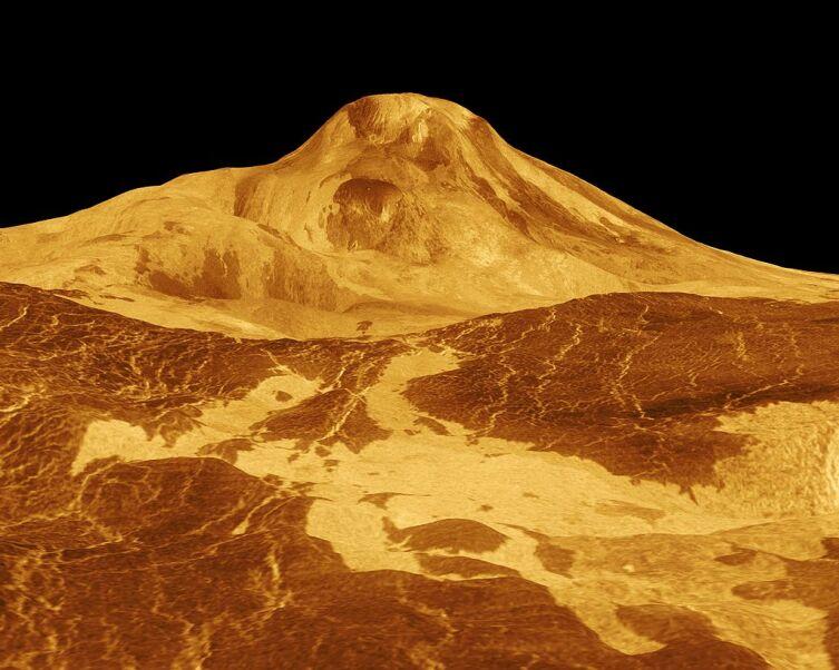 Гора Маат — высочайший вулкан Венеры. Трёхмерная модель, растянутая по вертикали в 22,5 раза. На самом деле сам вулкан тёмно-серый, а небо — зеленовато-жёлтое