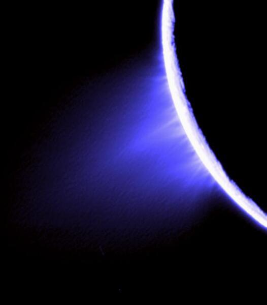 Спектрозональный снимок «Кассини» — водяной пар в южном полушарии Энцелада