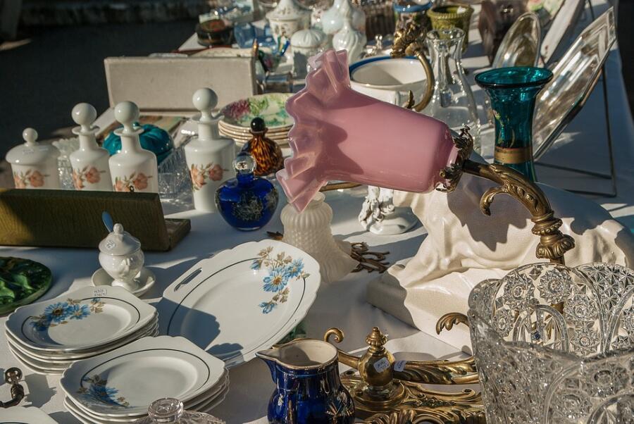 Байки старьевщицы: как продать старые вещи? Риски