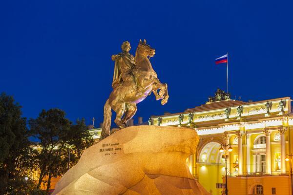 Кому стоят конные памятники в Санкт-Петербурге?