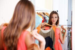 Колористическая теория времён года помогает не только дизайнерам. Она способна помочь каждой женщине (да и мужчинам тоже) правильно подобрать себе цвета одежды.
