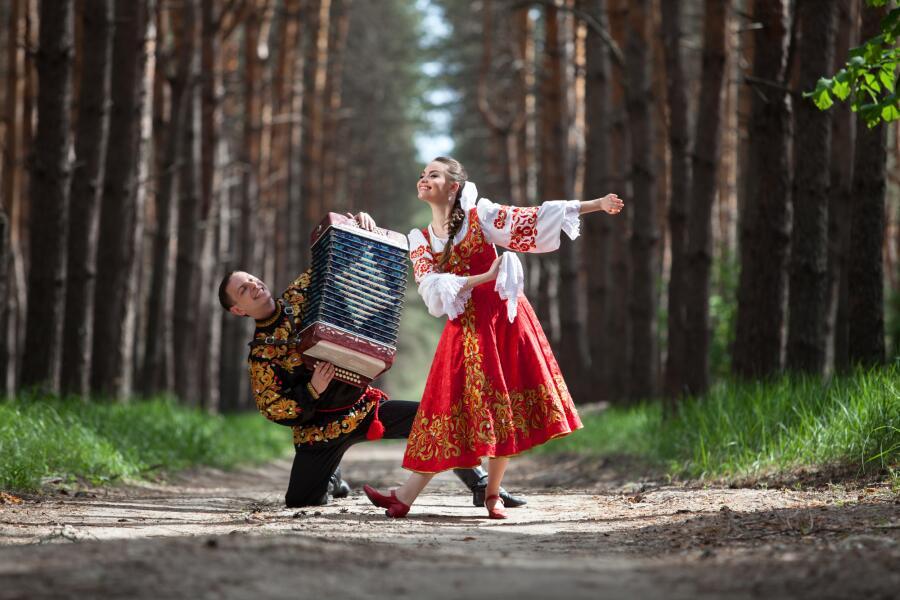 Как гармонь из древнего китайского стала едва ли не самым народным инструментом в России?