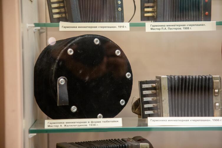 Миниатюрная гармоника в форме тюбетейки