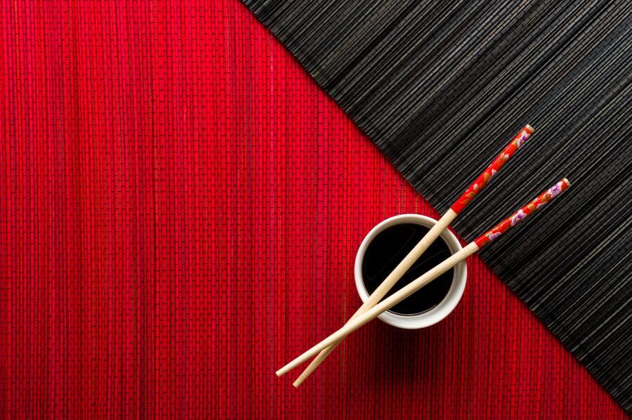 Почему японцы не пользуются вилками и ложками?