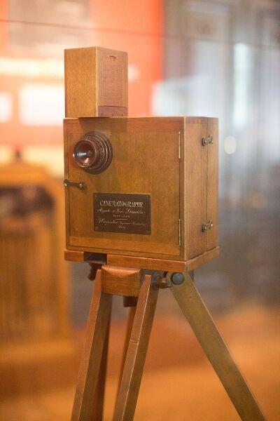Аппарат «Синематограф» в музее Института Люмьеров, Франция