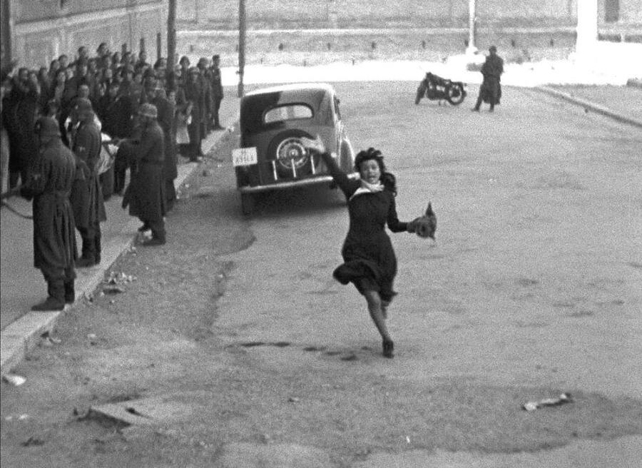 Кадр из к/ф «Рим, открытый город», 1945 г.
