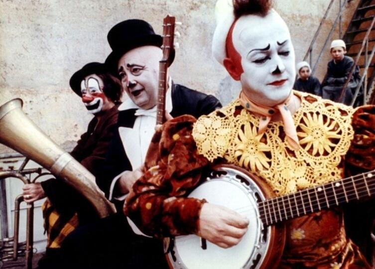 Кадр из к/ф «Клоуны», 1970 г.