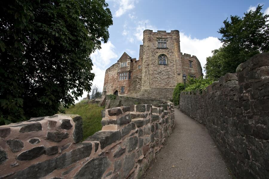 Тропинка, ведущяя к замку Тамворт, Англия