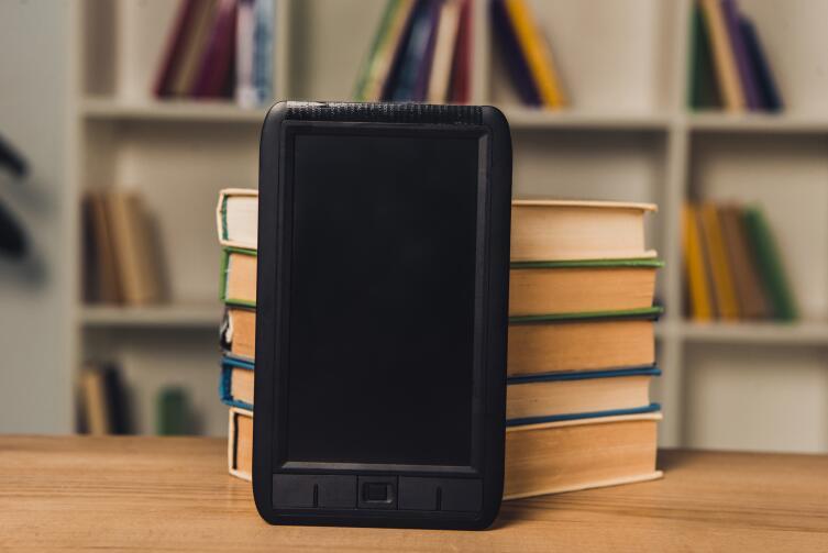 Какую книгу выбрать для чтения — бумажную или электронную? Аргументы за и против