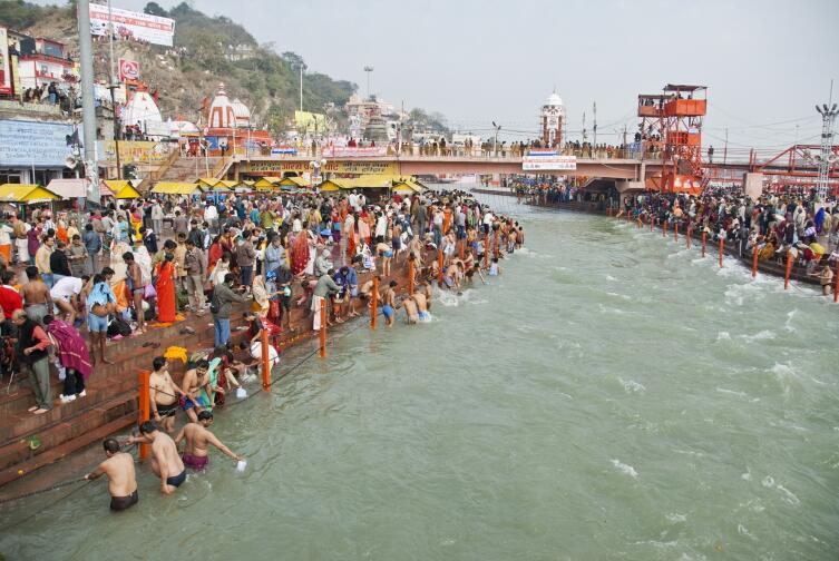 Омовения на реке Ганг