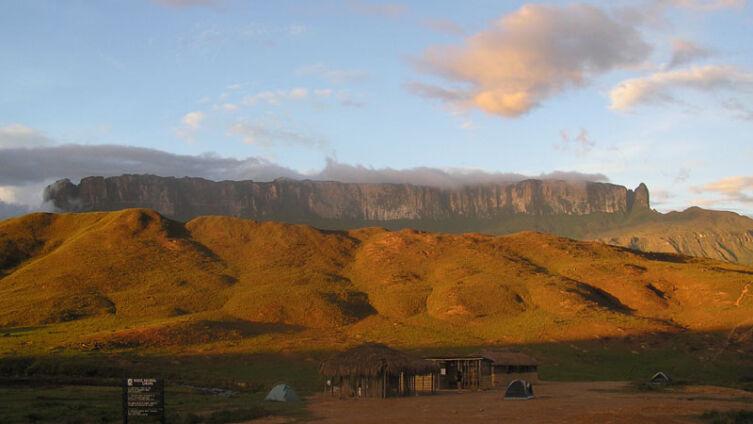 Вид на Рорайму со стороны венесуэльского плато