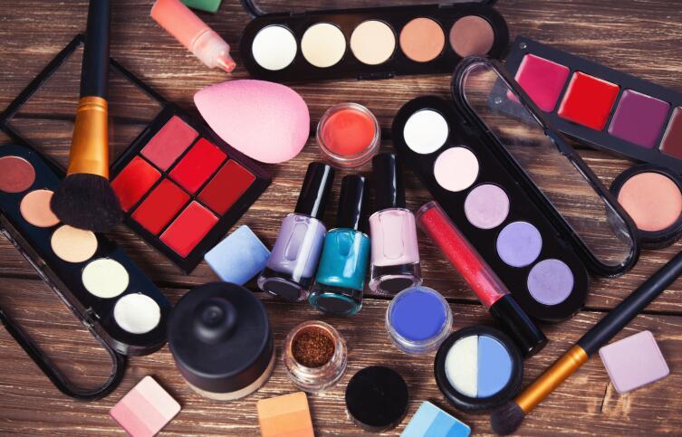 Как сэкономить на покупке косметики?