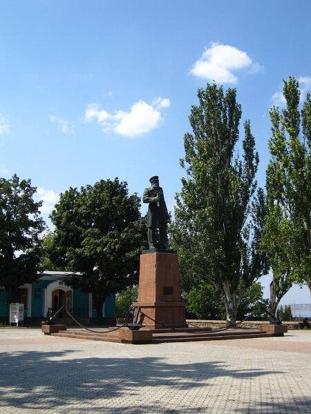 Памятник С. О. Макарову в Николаеве