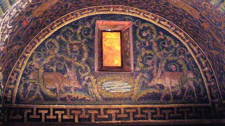 Олени, пьющие из источника, в Мавзолее Галлы Плацидии. V век