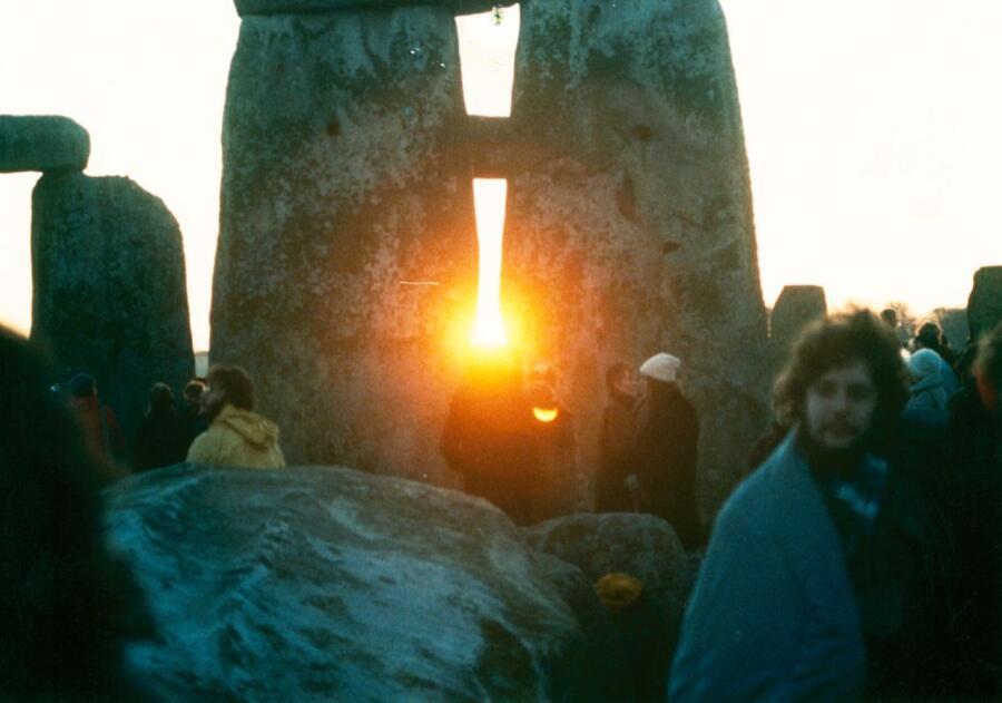 Восход солнца в Стоунхендже в день зимнего солнцестояния