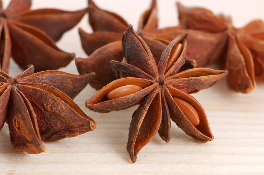 Плоды аниса звёздчатого или бадьяна настоящего (лат. Illicíum vérum)