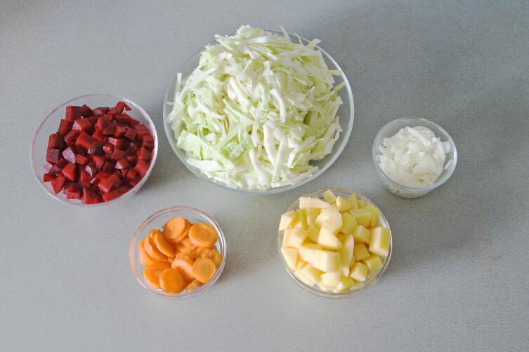 Овощные ингредиенты борща