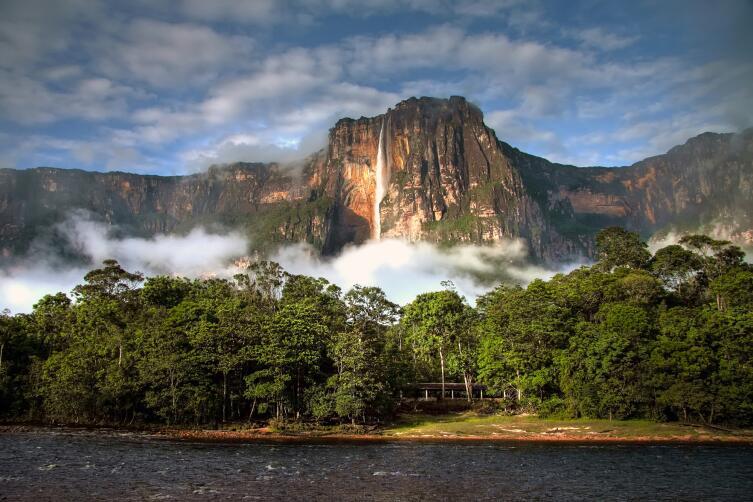 Водопад Сальто Анхель— самый высокий водопад в мире