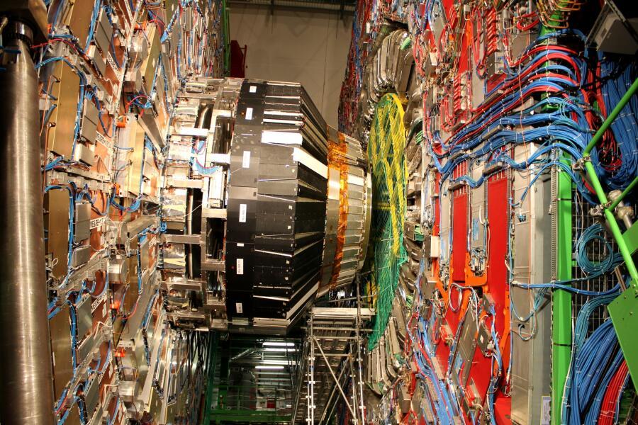 Детектор CMS в ЦЕРНе большого адронного коллайдера