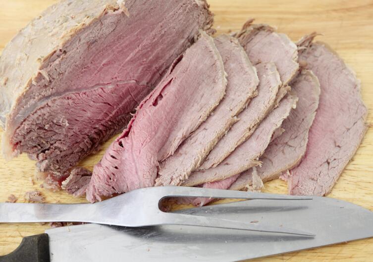 Отдайте предпочтение отварному мясу, а не колбасе