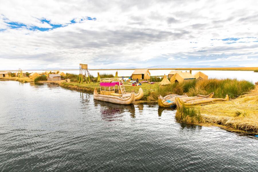 Какие тайны хранит озеро Титикака и как появились его тростниковые острова?