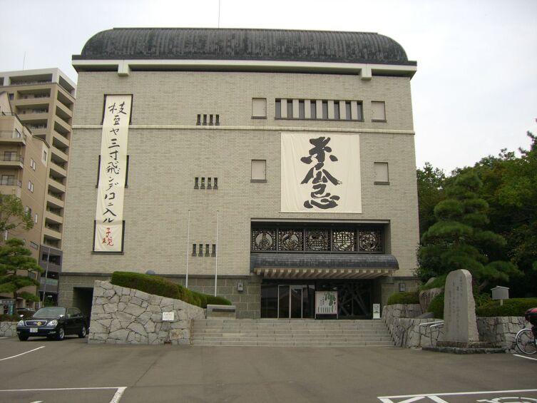 Муниципальный музей «Мацуяма Сики кинэн» в городе Мацуяма