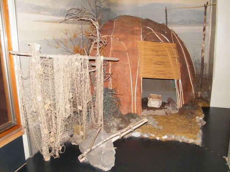 Летнее нанайское жилище из бересты и ивовых прутьев. Хабаровский краевой музей имени Н. И. Гродекова