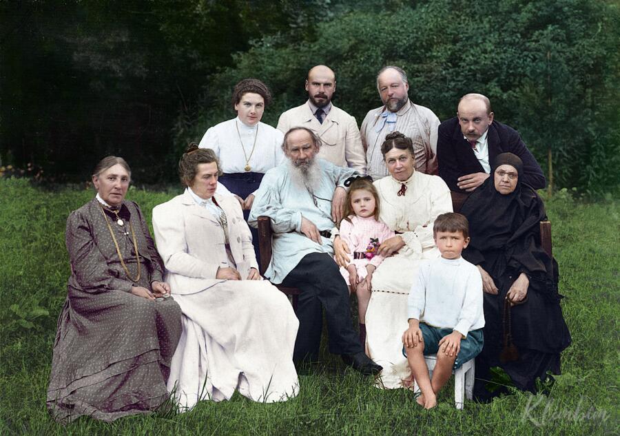 Лев Толстой и семья, 1908 г.